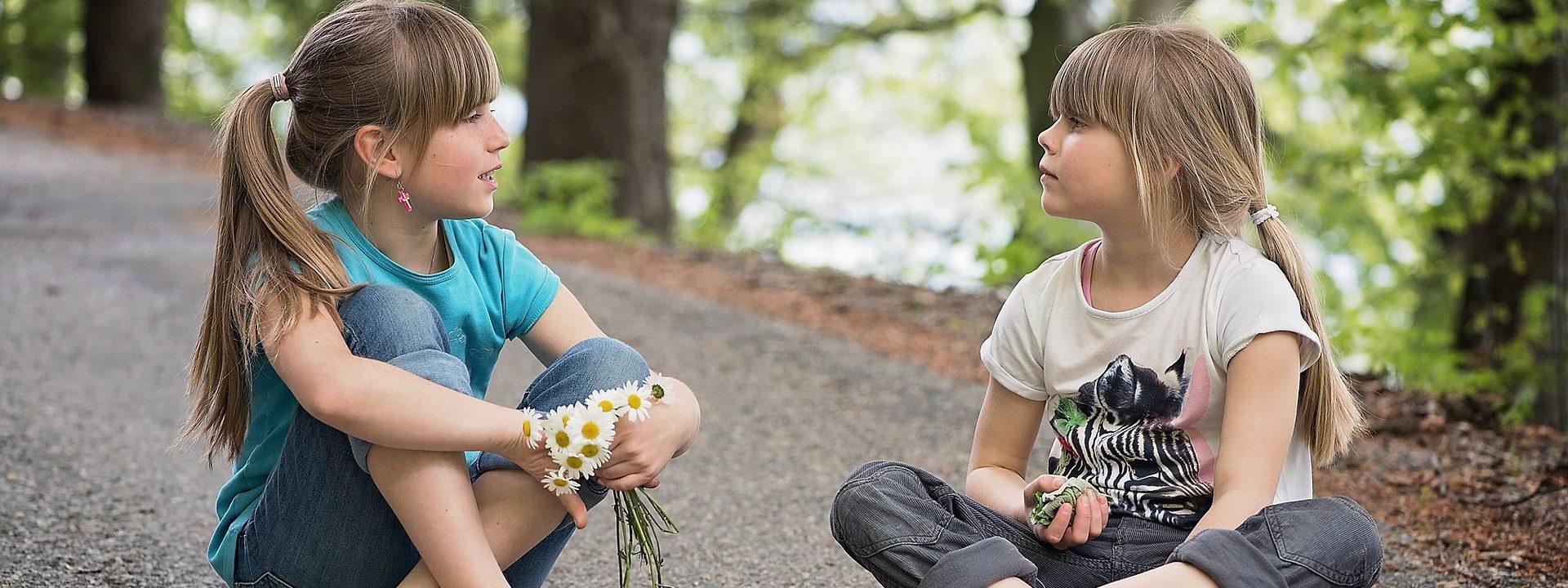 ¿Cómo tener buenas relaciones sociales en la infancia y adolescencia?